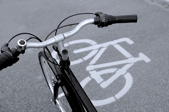 bicycle-path-830216_640